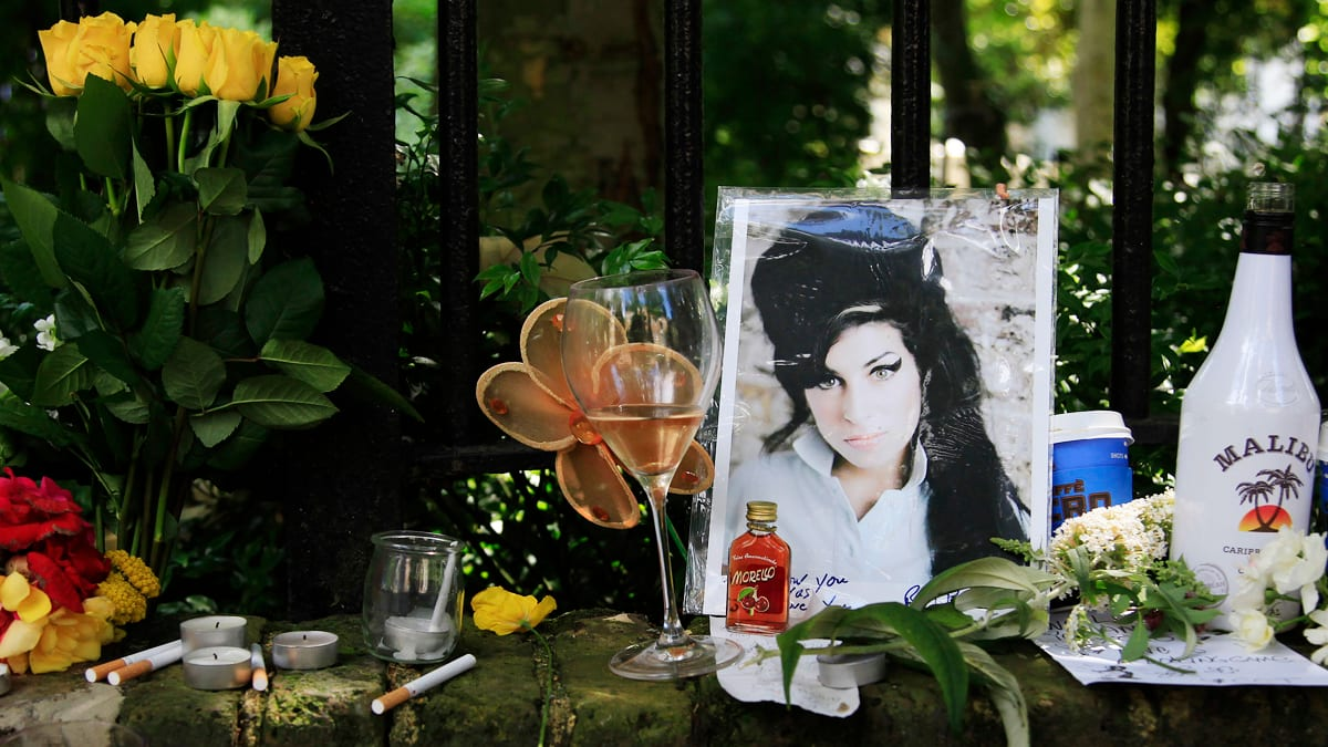 Amy Winehouse Ghost Visits Her Family, Father Says