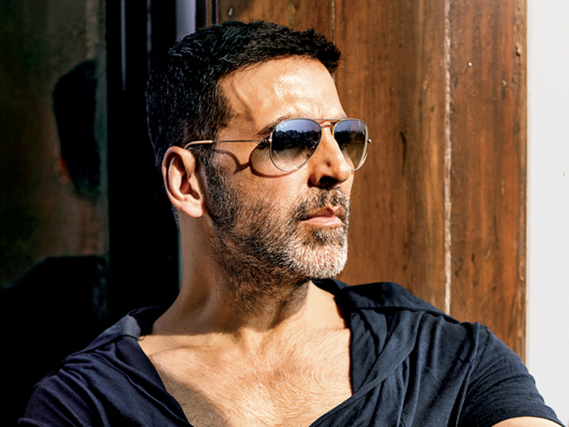Akshay Kumar visits Sonali Bendre in New York, says she's a fighter