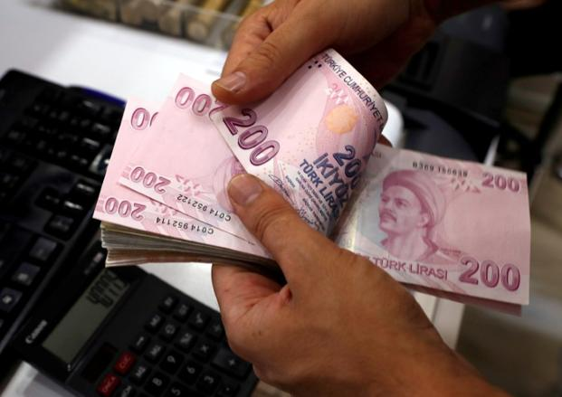 The Turkish lira weakened past 7.23 per dollar on Monday, indicating that Turkey is headed towards a financial crisis. Photo: Reuters