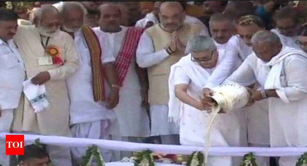 Vajpayee's ashes immersed in Ganga at Haridwar