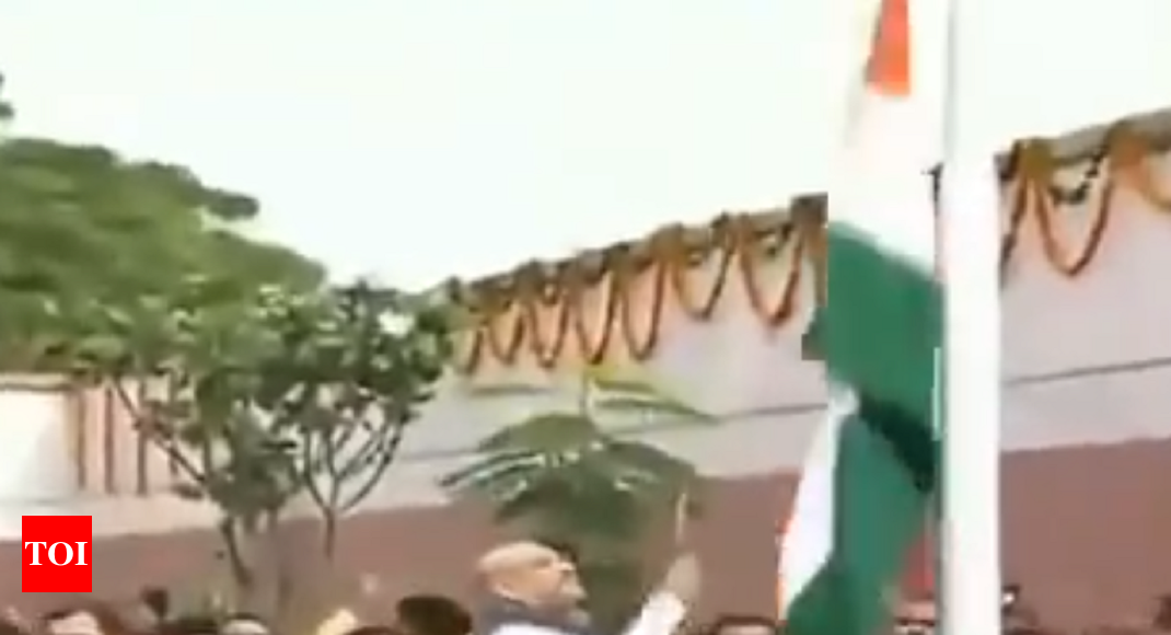 'Those who can't handle tricolour, how will they handle the nation': Shah criticized after 'flag incident'