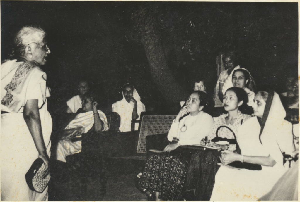 Muthulakshmi Reddi with social workers